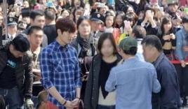 'Biển người' Trung Quốc đổ xô đến xem Lee Min Ho ở trường quay