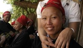 Cô gái Dao đỏ đầu tiên đi du học ở Canada