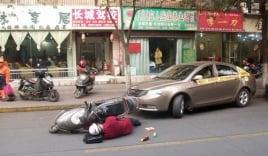 Lao vào đầu ô tô tự tử để thử lòng tốt của người đi đường