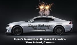 Ford Mustang được đối thủ truyền kiếp Chevrolet Camaro chúc mừng
