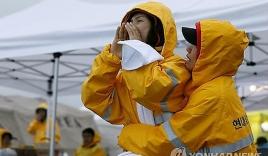 Rơi nước mắt với những hình ảnh bi thương từ vụ chìm phà Sewol