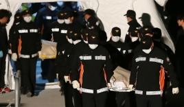 Thêm nhiều thi thể mắc kẹt trong phà Sewol, số người chết tăng lên 104