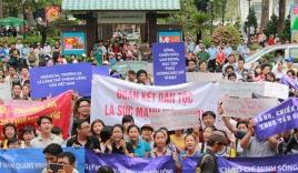 'Ngày chủ nhật nóng bỏng' trên báo Việt