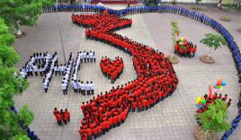 Hơn 1.000 học sinh tại Hà Nội xếp hình bản đồ Việt Nam