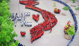 Clip: Bản đồ Việt Nam được xếp bởi hàng nghìn học sinh