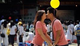 Nụ hôn ngọt ngào của teen Trần Phú ngay tại lễ bế giảng