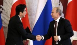 Mặc cấm vận, Nhật bắt tay Nga để rảnh tay đối phó Trung Quốc