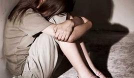 Nữ sinh bị 7 đàn ông hiếp dâm ngay giữa quảng trường