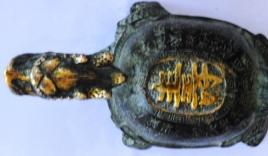 Phát hiện rùa đồng cổ mạ vàng, đem cầm cố lấy 25 triệu đồng