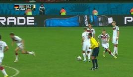 Pha dàn xếp đá phạt vồ ếch siêu hài hước của đội tuyển Đức