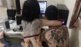 Cặp đôi xăm kín lưng, ôm nhau tình tứ 'gây bão' cộng đồng mạng