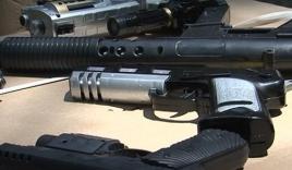 TP HCM: Thu giữ lô hàng súng đồ chơi gây sát thương cao