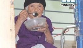 Clip: Cận cảnh bữa cơm của người già cô đơn tại 'viện dưỡng lão'