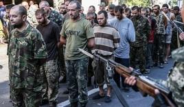 Ukraine: Phiến quân đưa tù binh diễu phố nhạo báng ngày Quốc khánh