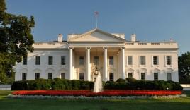 Nhà Trắng sơ tán vì bị cựu binh mang dao đột nhập