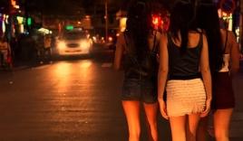 """Tranh luận """"hợp pháp hóa mại dâm"""" Việt Nam xôn xao báo nước ngoài"""