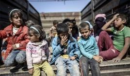 Xót xa hàng nghìn trẻ em Syria lếch thếch 'chạy loạn' phiến quân IS