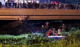 Hàng trăm người dân đứng chật kín cầu Sài Gòn xem bắt cướp