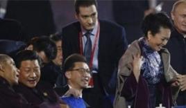 'Chiếc áo choàng' giúp Putin ghi điểm tuyệt đối với phụ nữ Trung Quốc