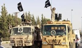 IS ném đá đến chết hai người bị nghi đồng tính