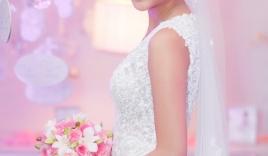 Vợ 9X Lam Trường diện váy cưới 20 triệu lung linh trong tiệc cưới