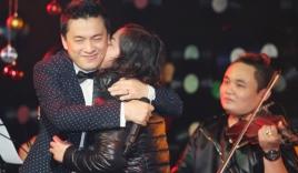 Lam Trường thân mật với fan nữ trước mặt vợ mới cưới