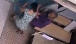 Con gái đánh, chửi mẹ già 90 tuổi gây phẫn nộ