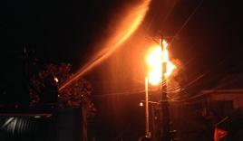 Hàng chục hộ dân mất điện vì nổ bình biến áp vào đêm 30 Tết