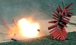 Đốt pháo dưới hố ga, cậu bé bị thổi bay lên không trung