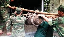 """Bom 'khủng"""" nặng 200kg còn nguyên ngòi nổ ở Hải Phòng"""