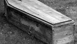 Bé gái bất ngờ sống lại sau khi qua đời 16 năm
