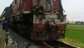 Tài xế thiếu quan sát, xe tải bị tàu hỏa kéo lê trên đường ray