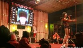 Trung Quốc truy quét nạn thuê vũ nữ thoát y ở đám tang