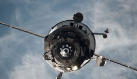 Video: Tàu vũ trụ Nga bốc cháy ngùn ngụt khi lao xuống Trái Đất