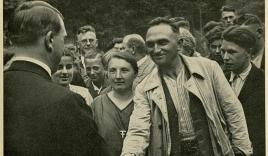 Nhiều người từng bị lừa bởi vẻ tốt bụng của 'quỷ dữ' Hitler