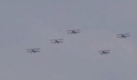 56 máy bay cổ náo động bầu trời thủ đô nước Mỹ mừng Ngày chiến thắng