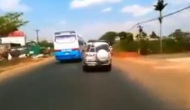 Những tình huống vượt ẩu cực nguy hiểm của xe khách