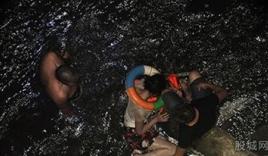 Quyết định nhảy sông tự tử nhưng không dám chết vì nước sông quá bẩn
