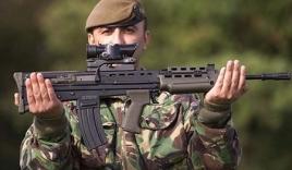 Video: Xem súng trường 'khủng' của Anh với tốc độ bắn gần 800 viên/phút