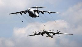 Chiến đấu cơ Mỹ đánh chặn 4 oanh tạc cơ Nga trong ngày quốc khánh