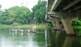 Nam thanh niên nhờ bạn chở đến cầu rồi nhảy sông tự tử