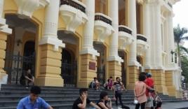 Bị dư luận phản đối, Nhà hát lớn Hà Nội trở về màu sơn cũ