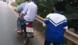 Bố xích con vào xe máy kéo về nhà vì mải chơi game ở Thái Nguyên