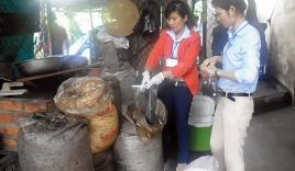 'Đột kích' cơ sở chế biến cà phê bẩn tại Nha Trang