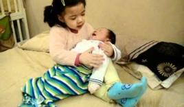 Top video hot ngày 27/12: Bài học khi cha mẹ giao cho trẻ việc bế em