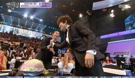 Ji Sung và Park Seo Joon 'xấu hổ' khi nhận giải thưởng cặp đôi đẹp nhất