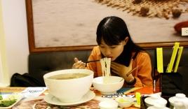 Hà Nội: Thách ăn hết bát phở 3kg, tặng 1 triệu
