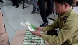 Hà Nội: Hàng trăm thùng thực phẩm chức năng bị bắt giữ