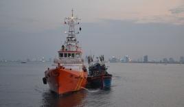 Điều tàu cấp cứu khẩn cấp ngư dân bị tai biến trên biển Hoàng Sa
