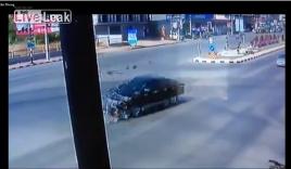 Video: Cắt mặt ô tô, xe máy nhận cái kết thảm